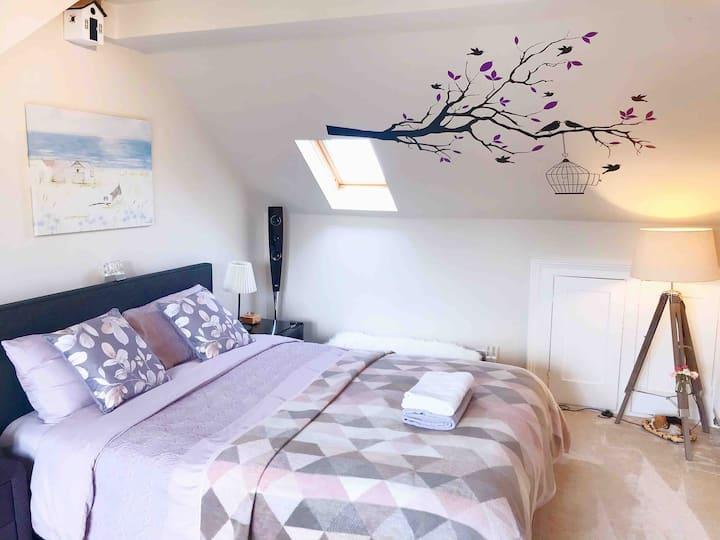 Stylish Master bedroom with En-suite shower room