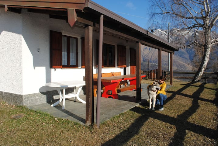 Baita in montagna la costa chalets for rent in for Baita semplice