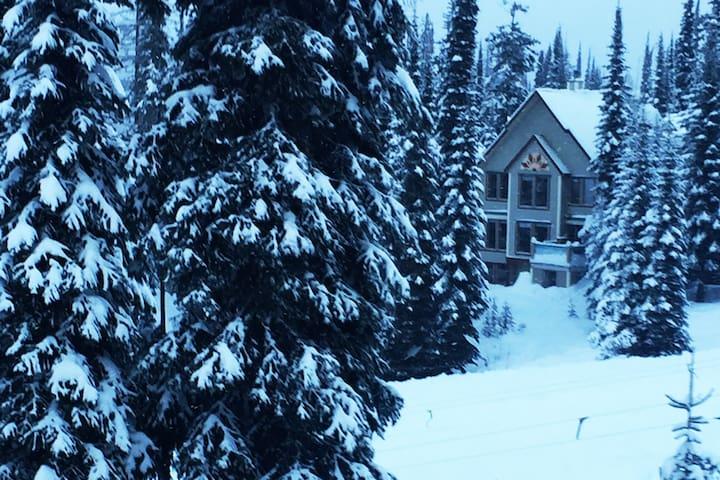 Snowd Inn Ski chalet in Silver Star