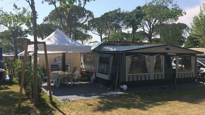Wohnwagen auf 5* Campingplatz Union Lido