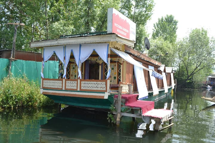 Will come to houseboat Victoria gar - Srinagar - Boat