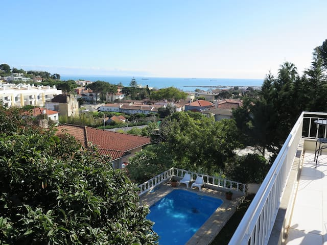 Ocean View Villa with Pool in Cascais Central
