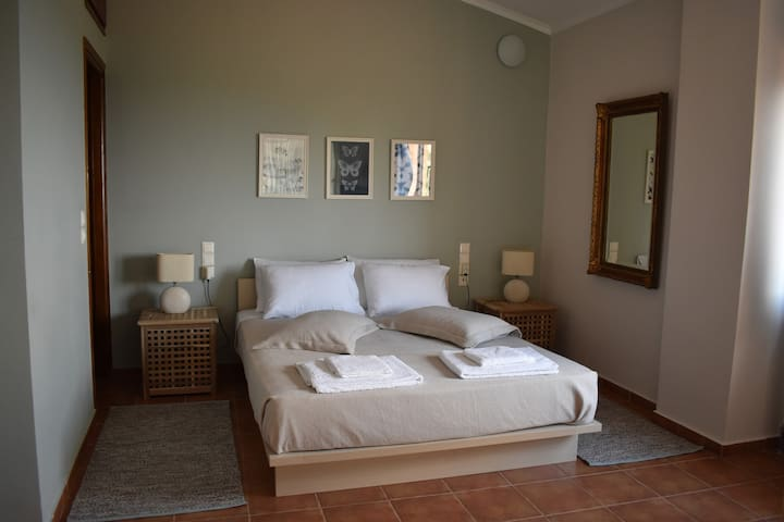 Master bedroom 1st floor seaview with private bathroom