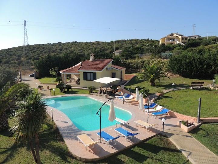 Villa la Rocada, private pool and jacuzzi