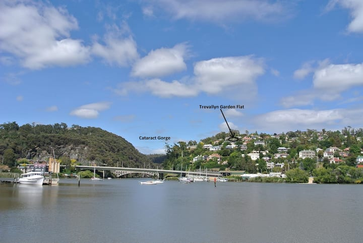 Comfortable 2br flat with view near Cataract Gorge
