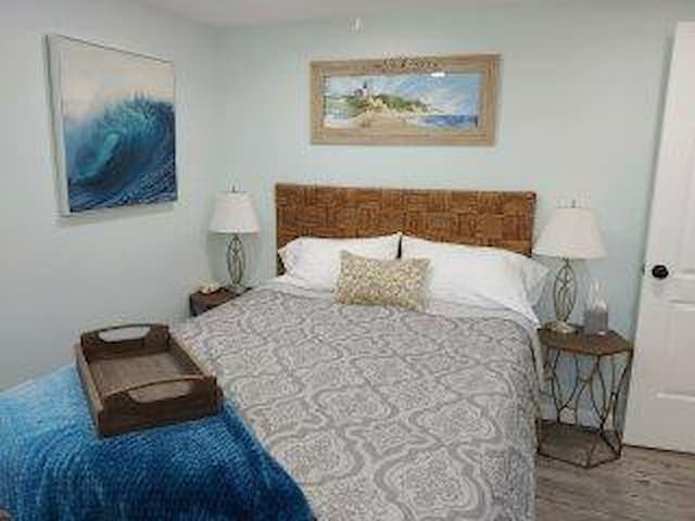Winds of the Willow Cottage by Lake Huron Sleeps 6