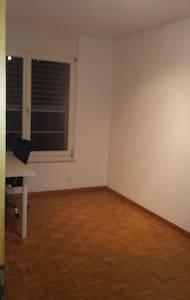 Une chambre libre - Savièse - Guesthouse