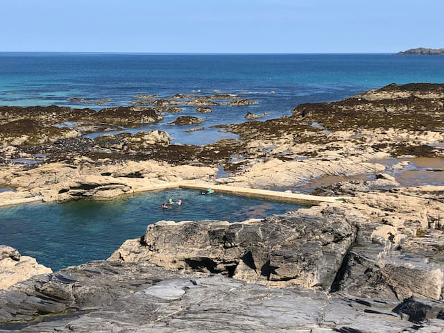 trevone rocky beach with natural swimming pool