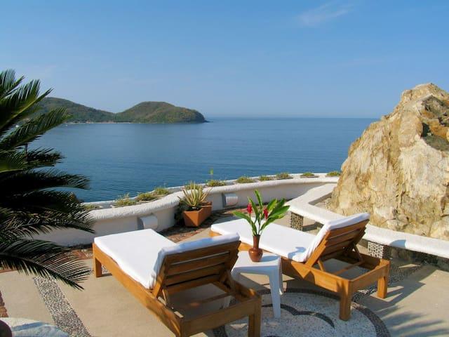 Villa overlooking La Ropa beach - Zihuatanejo - Villa
