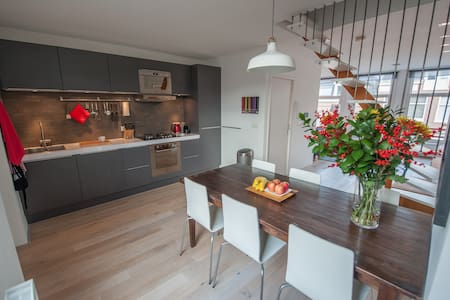 Modern apartment in old city center - Amsterdam