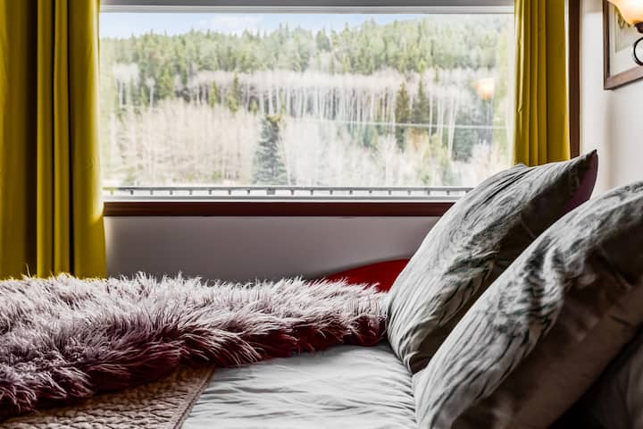 ✪Rocky Mountain Getaway For Couples✪