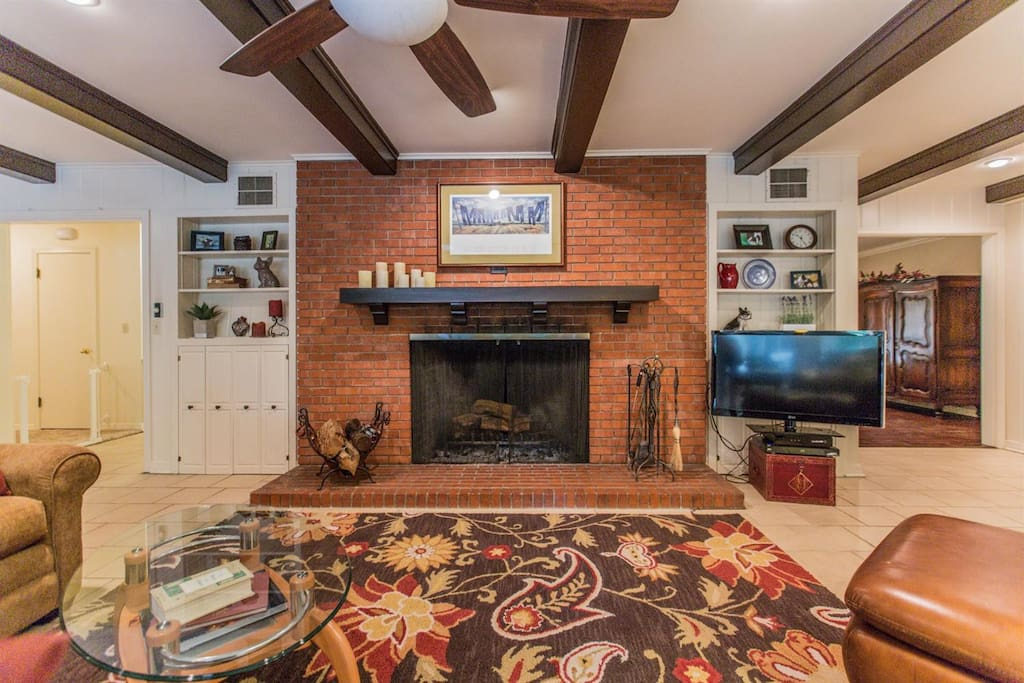Cozy fireplace and comfortable for movie watching!