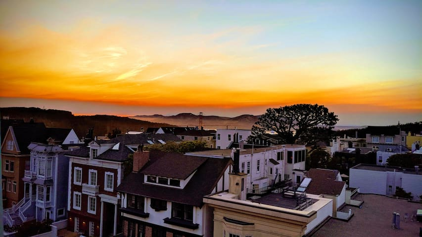 Beautiful & bright 2-BR Apt w/Golden Gate views!