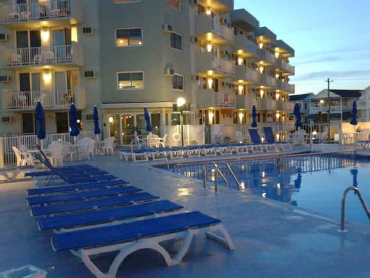 Condo 1 & 1/2 Blocks from the Beach and Boardwalk