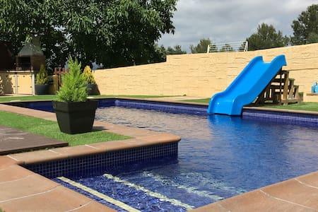 Casa con piscina privada cerca playa 15'