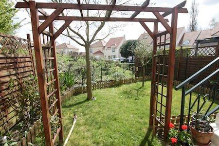 Maison avec jardin au calme, - Haus