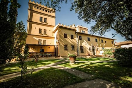 Ancient villa with garden and panoramic pool - Empoli
