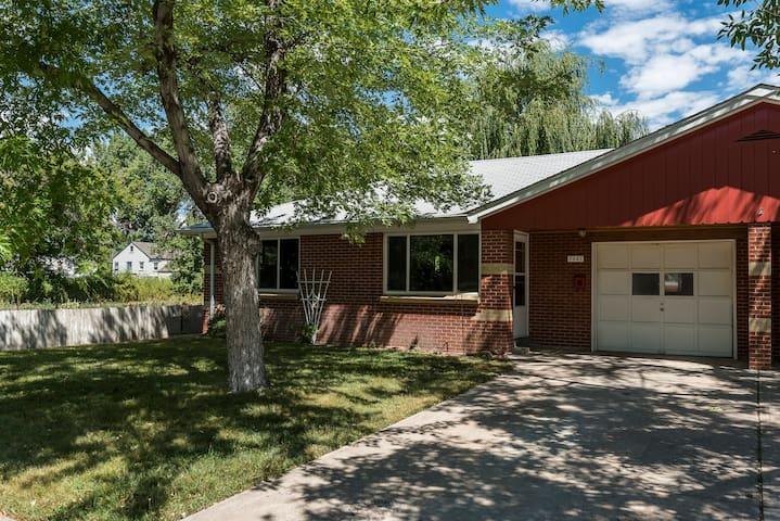 2 bd / 1 bath Furnished Monthly Rental West Denver