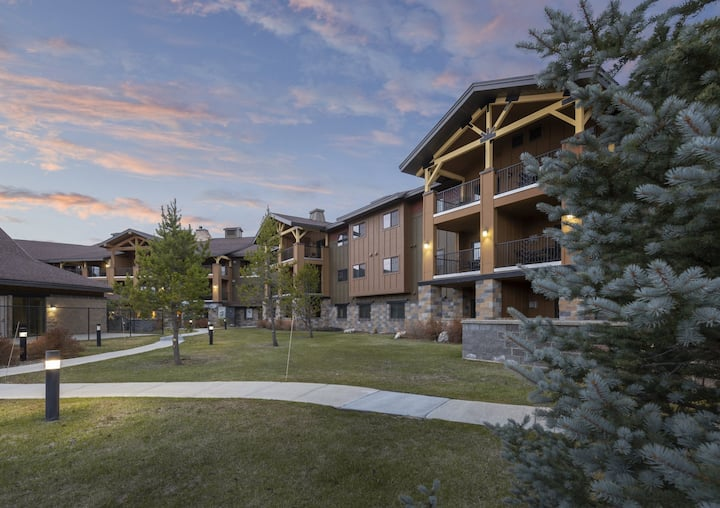 2 BD Queen @ WM West Yellowstone-no cleaning fee!
