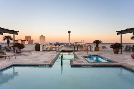 Wyndham La Cascada 2 Bedroom Deluxe (1) - San Antonio - Timeshare