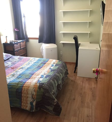Private Room w/ Full (Real) Bed. Dogs Welcome!