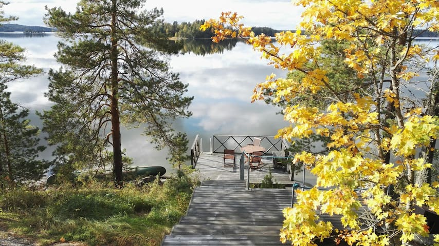 Kesämökki upella järvinäkymällä. - Kangasala - Huis