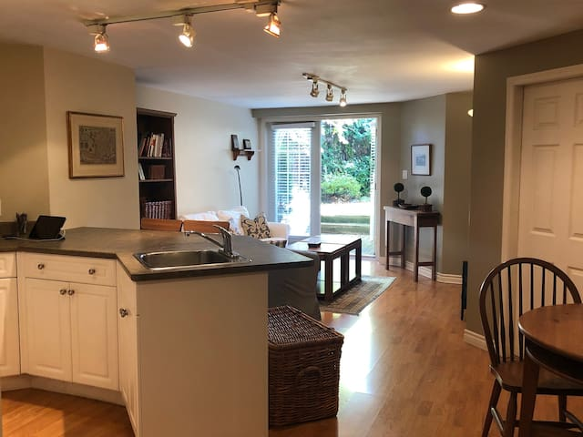 Furnished Garden Suite in West Vancouver-LOCATION!