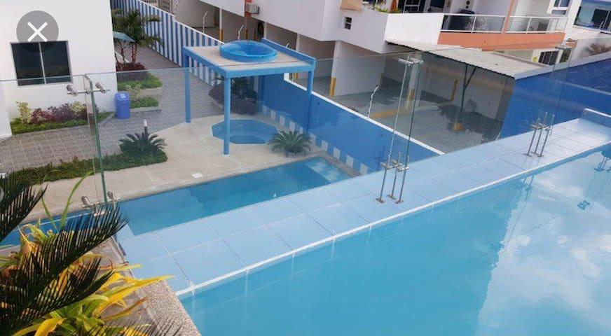 Departamento entero con piscinas, jacuzzi, y playa