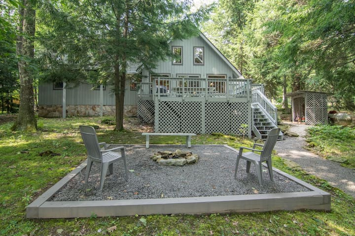 DOGS WELCOME! Wooded Lakefront Home w/Private Dock, Hot Tub, & Fire Pit!