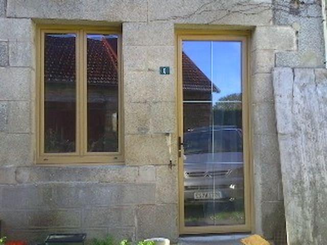 maison ancienne en campagne UNE personne