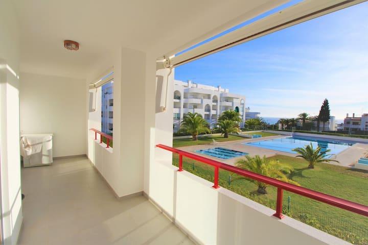 Sea and Pool View Apartament