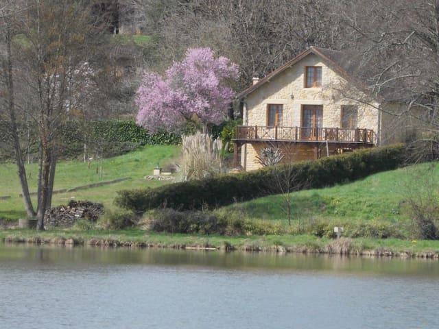 Maison du Lac à Grolejac, à proximité de Sarlat