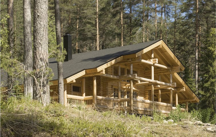 Holiday cottage with 4 bedrooms on 143 m² in Asikkala