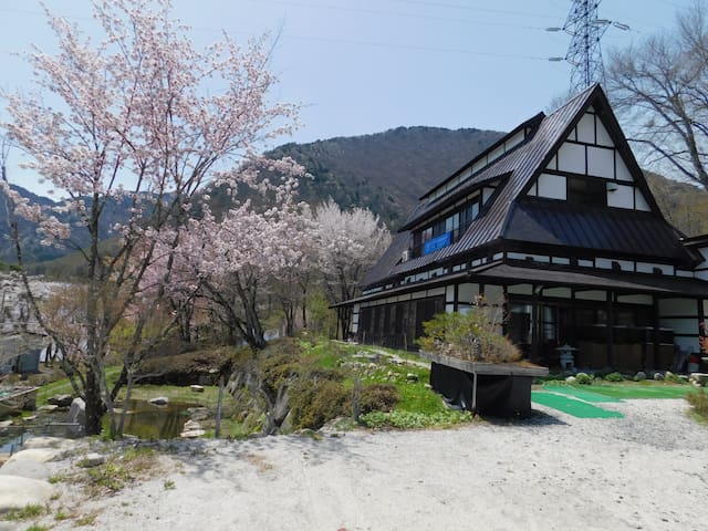R1: Large, traditional house with hot spring spa!