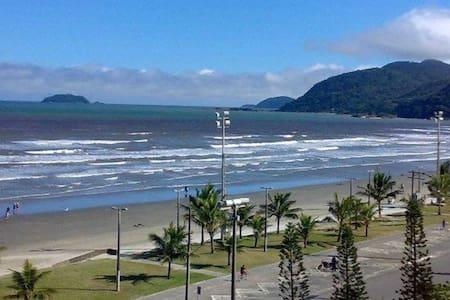 Casa a 450 metros da Praia em Peruibe - Peruíbe