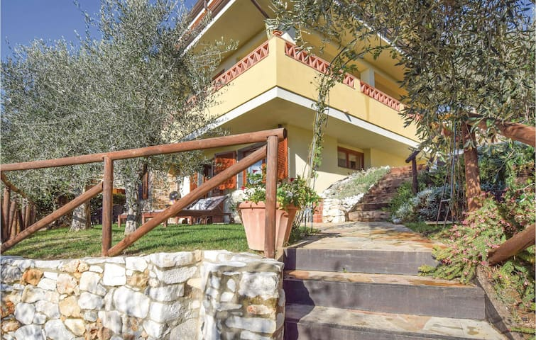 Holiday apartment with 2 bedrooms on 90 m² in Massarosa -LU-