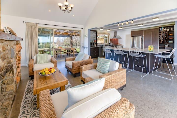 Lifestyle, Seaview, Vineyard, Ski Retreat