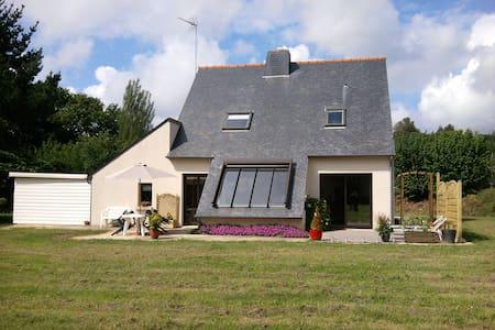 Maison individuelle avec jardin - Ploubezre - Дом