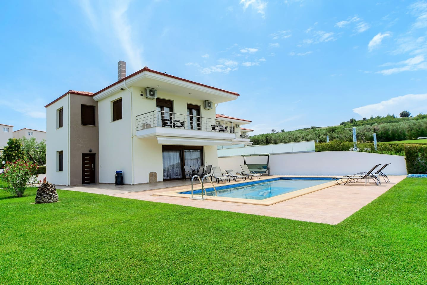 Elegant Villa - 3 bedroom (170 sq.m.) is the ideal destination for those seeking to combine luxury, comfort and privacy,all in one ultimate experience.Enjoy the sea breeze and the golden sun slinking away from your window.