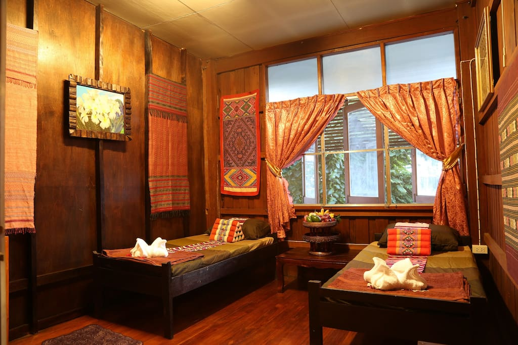 Goldenfort guesthouse lanna stlye in old town h user zur for Traditionelles thai haus