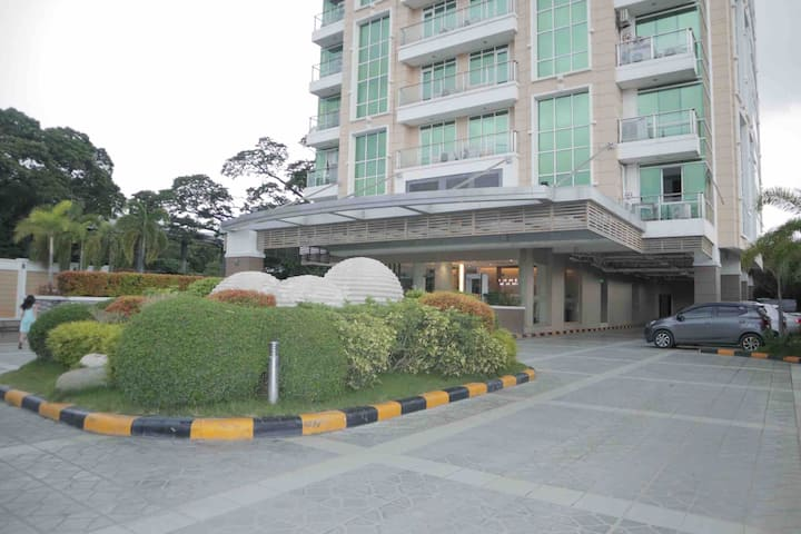 1 BR Suite@ The Padgett -10 mins walk to Ayala