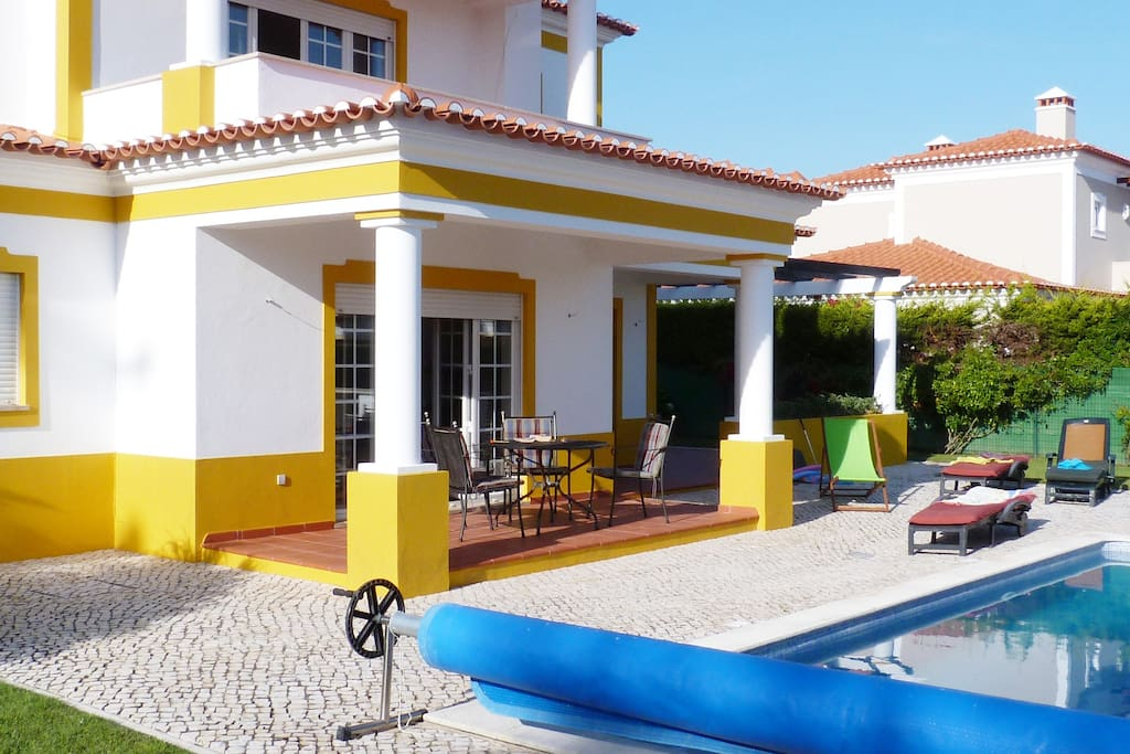 Quiet and spacious, an indeal location to relax, unwind, enjoy a dip inthe pool or enjoy alfresco dining