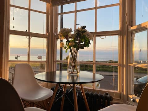 Space and luxury by the sea