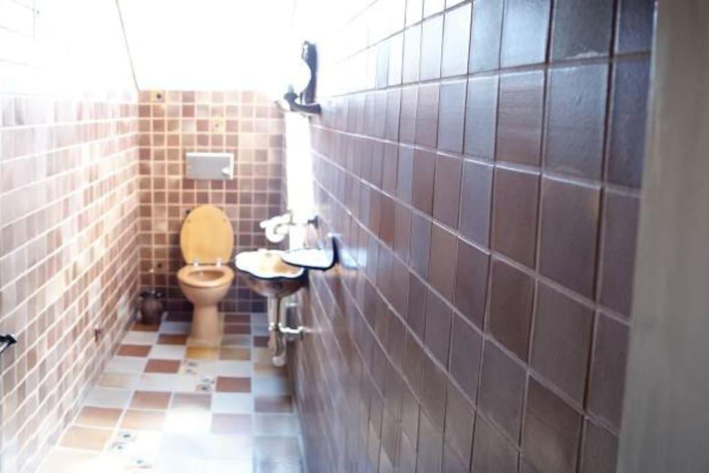 Gemeinschaftsbereich: Toilette
