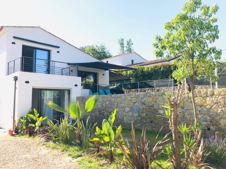 Studio indépendant dans villa avec piscine&jardin