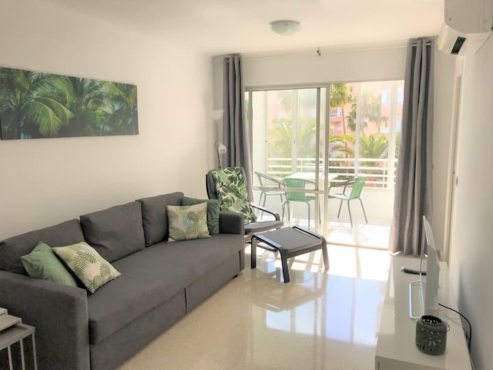 Spacious apartment, centrally located, sea views