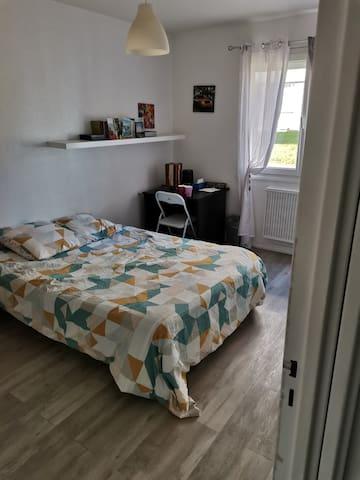 Chambre à louer 1 lit 2 places à 2km de la gare-