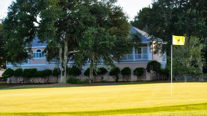 Charming villa overlooking the golf course, close to the DeBordieu Clubhouse!