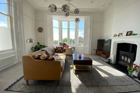 Highbury Mansions - Seafront views (3 bd)