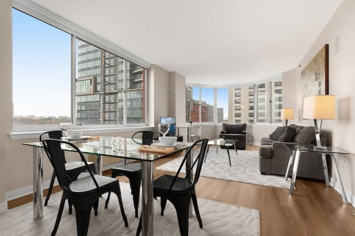 Modern 1-BR | Skyline Views & Pool | Jersey City